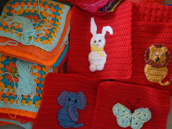 Knitting Animals From Squares : What s happening kas knit a square